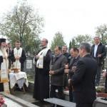 ÎPS Andrei a inaugurat monumentul martirilor din Dealul Crucii şi a resfinţit o biserică (FOTO)