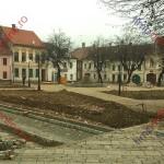Statuia fierarului Pfaffenbruder, fântână arteziană, luciu de apă şi ceas stradal în Piaţa Mică