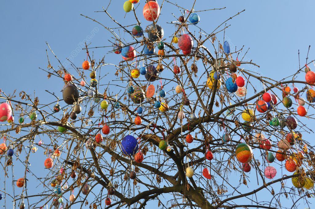 Imagini pentru impodobitul copacilor de paste