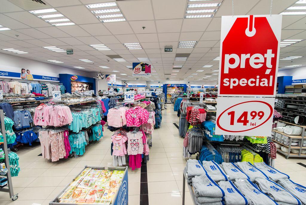 un lan u0163 polonez care vinde haine ieftine  u00ee u015fi deschide magazine la beclean  u015fi n u0103s u0103ud