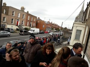 Imagini pentru COADA LA VOT IN DUBLIN 2018